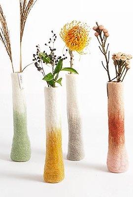 Vase long en laine bouillie
